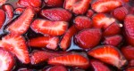 chilled strawberries in red wine, fraises au vin rouge