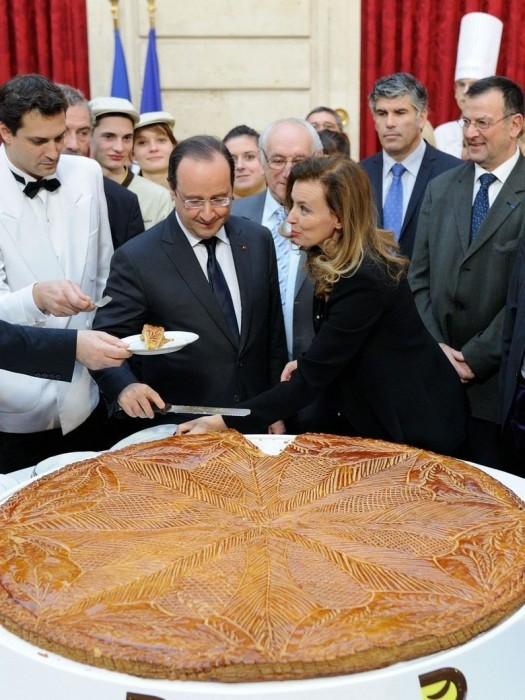 Francois-Hollande-et-Valerie-Trierweiler-ensemble-pour-la-galette-des-Rois_exact780x1040_p