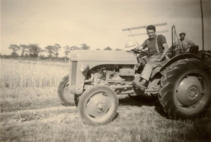 Maurice, Dédé et le tracteur